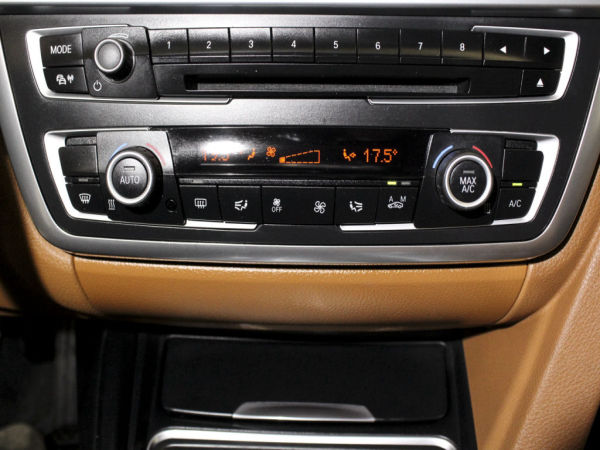 BMW - Série 3 - 320 d EfficientDynamics Line Luxury Auto GPS